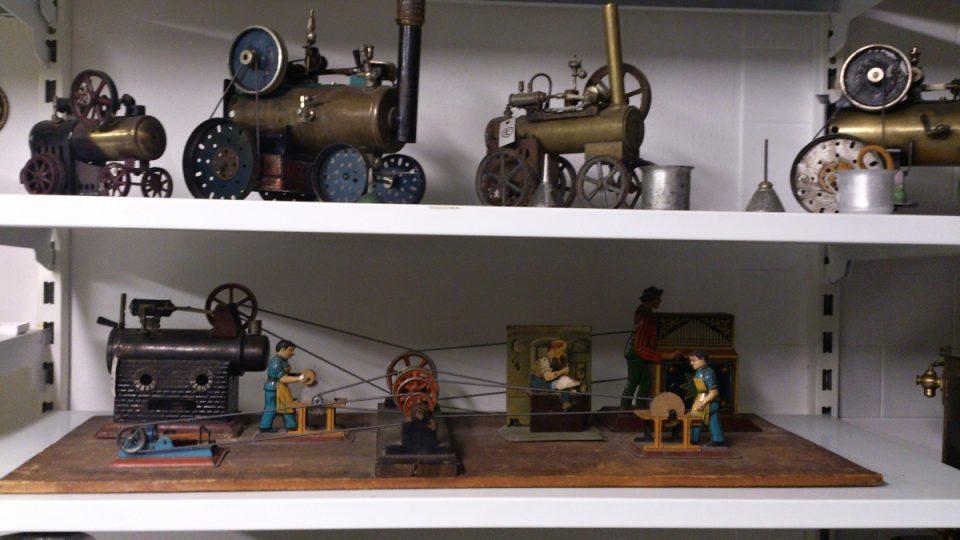 Dole ukázka fungující textilní továrny