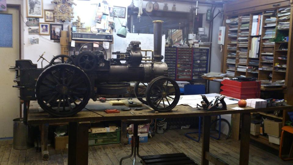Parní stroj v dílně Jana Tomka - téměř dokončený model