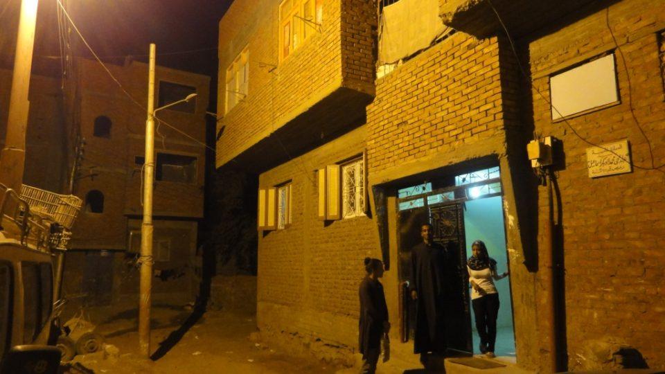 Busajnina rodina bydlí v průměrné asuánské čtvrti