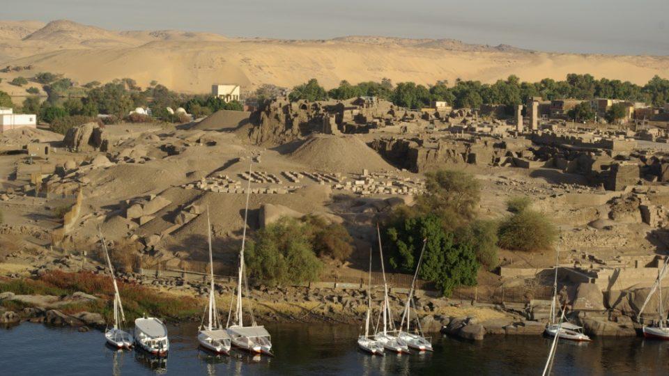 Asuán je Nil a poušť