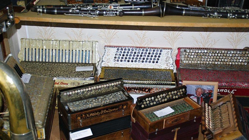 Unikáty v litovelském muzeu knoflíkové akordeony a klávesové heligonky
