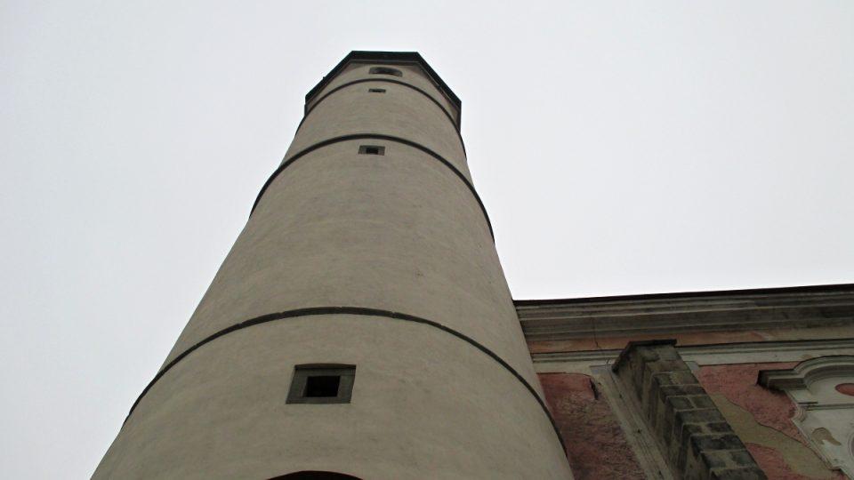 Osm metrů široká věž v Domažlicích