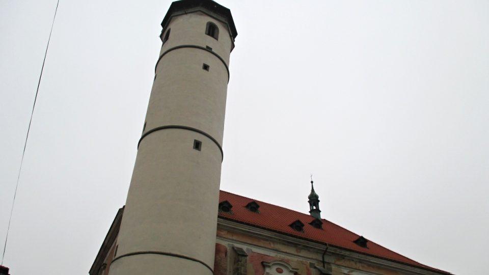 Vysoká je věž v Domažlicích 56 metrů