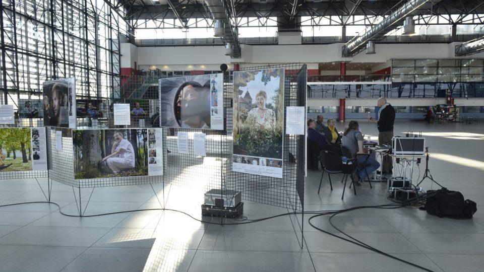 Speciál pořadu Šťatsnou cestu z Letiště Václava Havla doprovázala výstava portrétních fotografií Meteoru