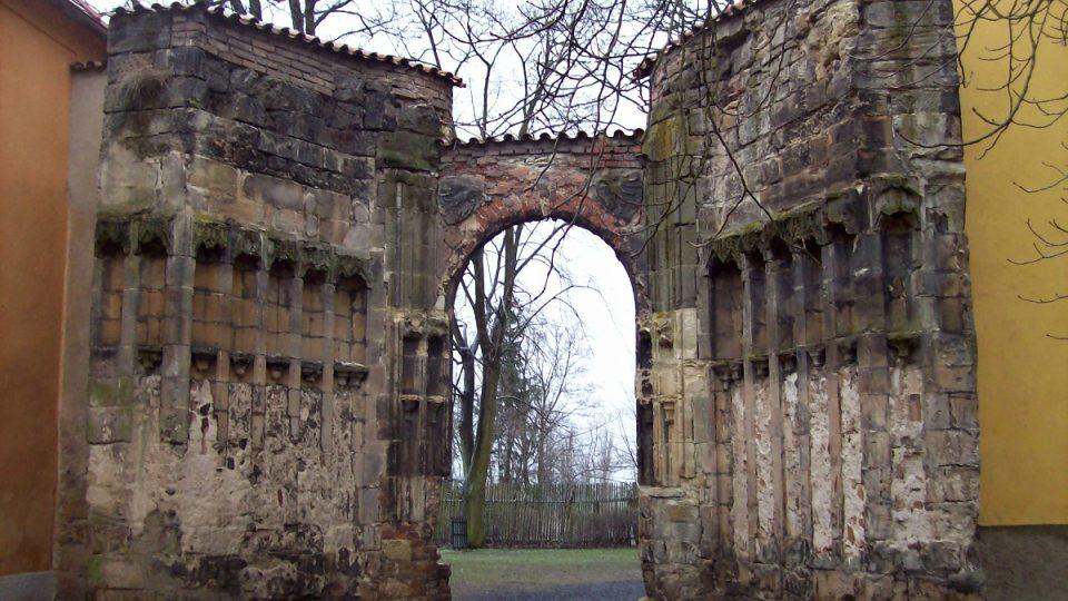 Chrám v Panenském Týnci - brána