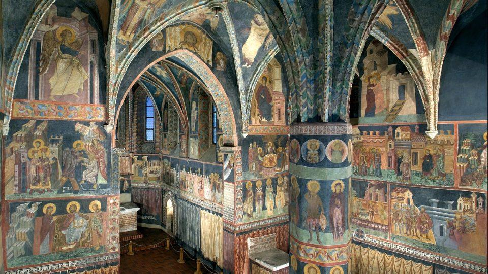 Interiér Zámecké kaple sv. Trojice v bývalém lublinském hradě, dnešním Lublinském muzeu s freskami mistra Andrzeje z r. 1418