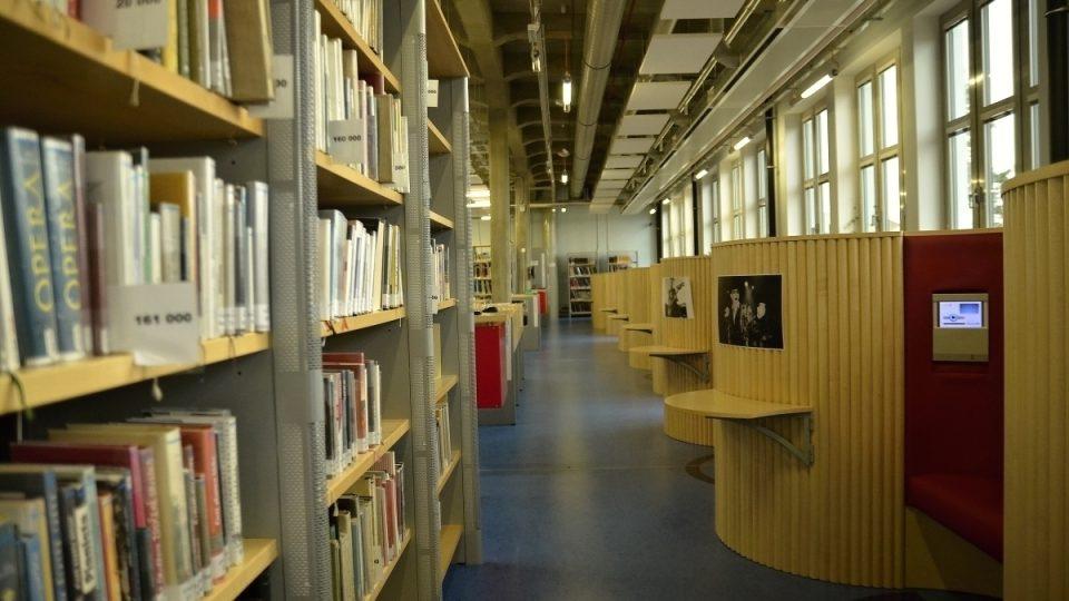 Knihovna ze staré továrny