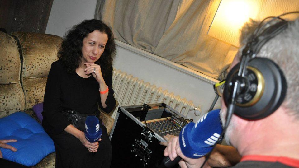 Ester Kočičková při živém rozhovoru se Zdeňkem Vrbou