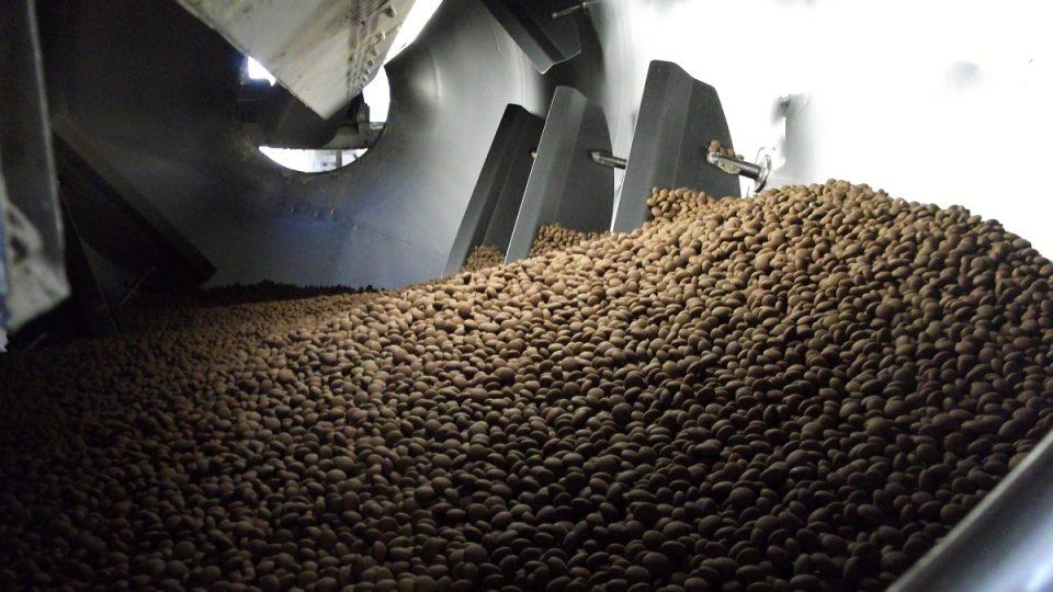 Čokoládové dražé vyrábí olomoucká Zora
