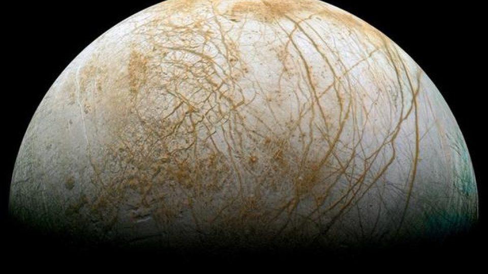 Povrch Jupiterova měsíce Europy