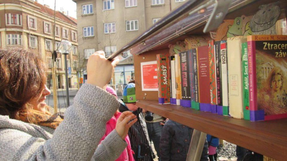 Nová pouliční knihovna v Táboře