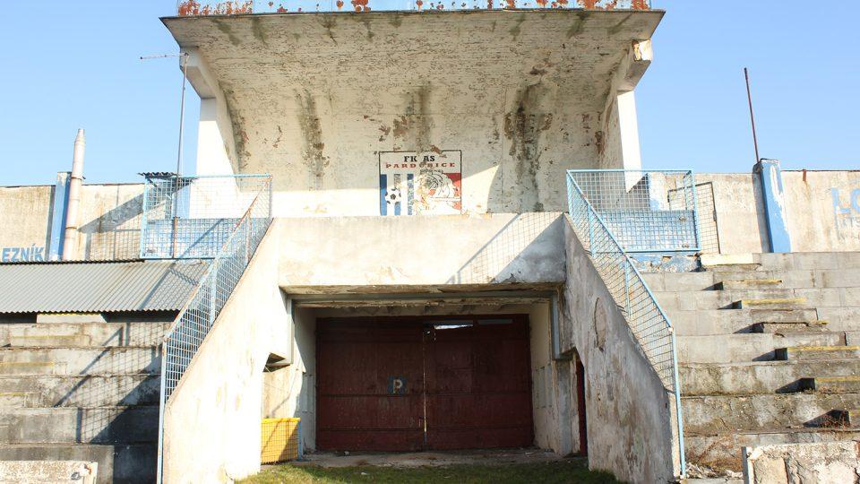 Letní stadion v Pardubicích - brána borců a tribuna