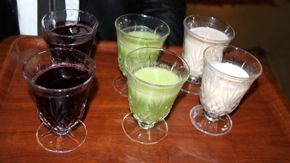 V některých částech pouště můžete vedle čaje dostat i drink, který se nikde jinde prakticky nevyskytuje. Jde o tři druhy džusů