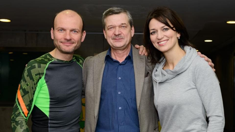 Dalibor Gondík, šéfredaktor ČRo Dvojky Miroslav Dittrich a Adéla Gondíková