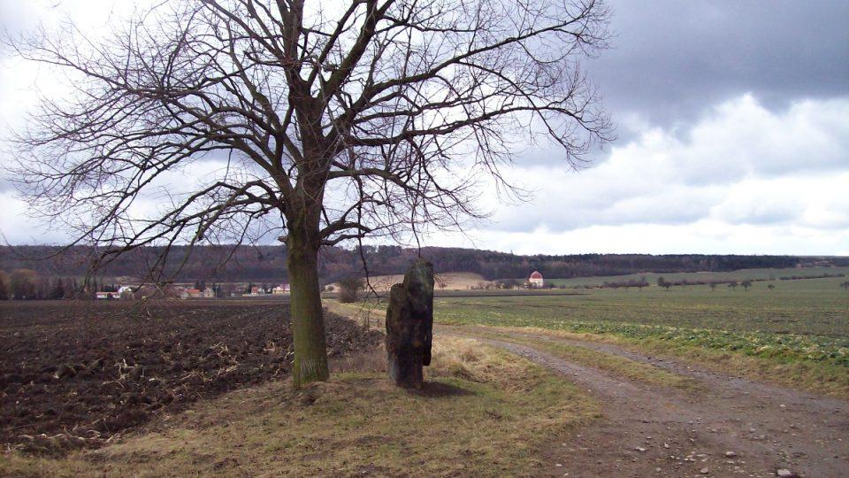 Menhir Baba u Slavětína