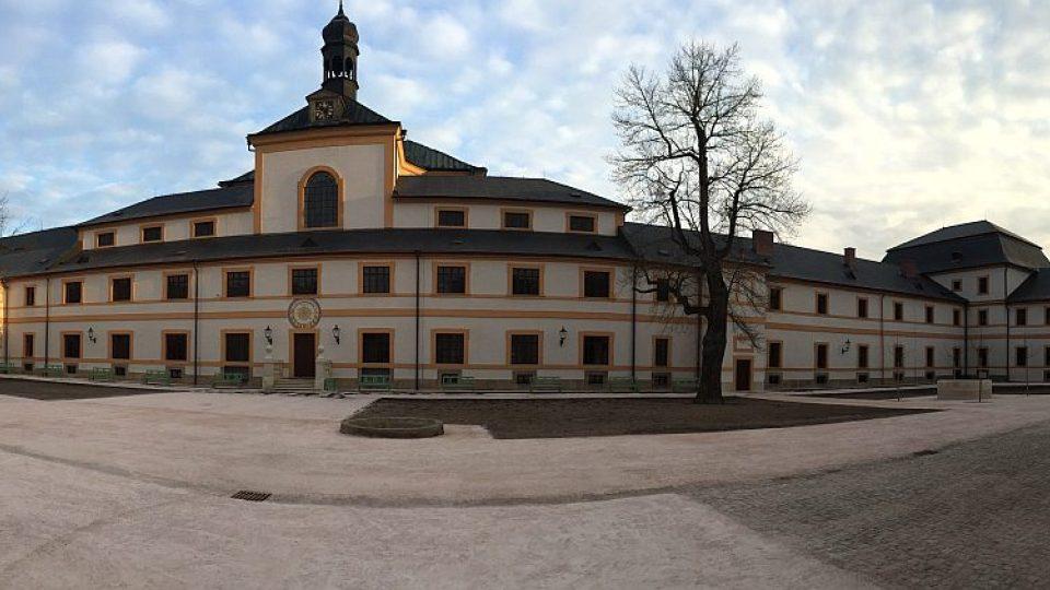 Po opravách za téměř půl miliardy se otevírá barokní hospital Kuks na Trutnovsku