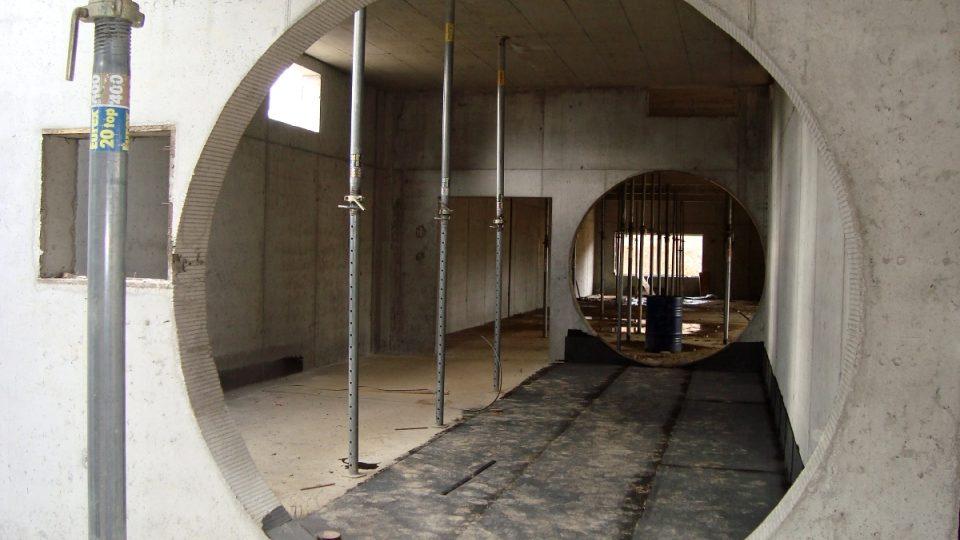 Uvnitř půjdou lidé tunelem, bude velký jako přivaděč vody z přehrady Švihov do Prahy