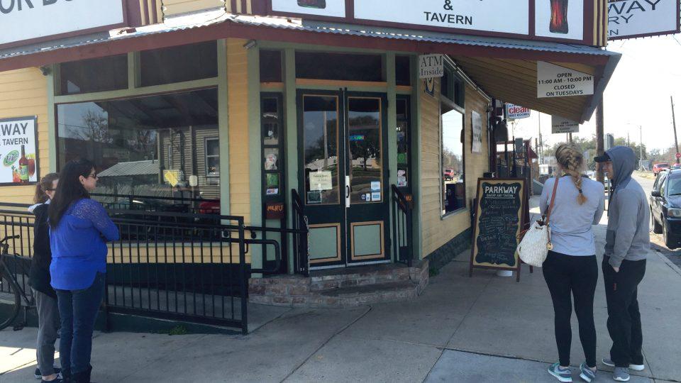 Před restaurací se neustále tvoří fronty