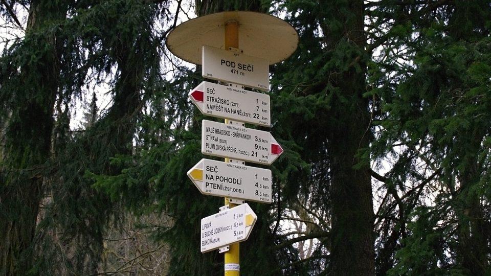 Přes údolí prochází také několik turistických tras