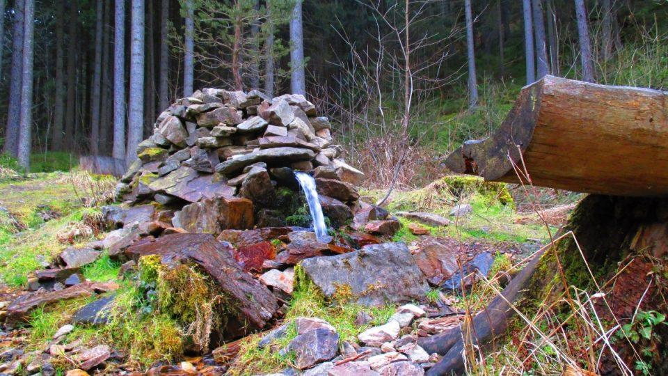 V údolí najdete i vodopádek