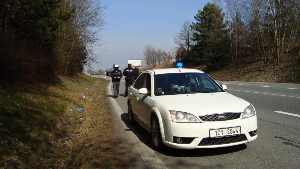 S rychlým vozem zastavovali řidiče i dálniční policisté z jižních Čech