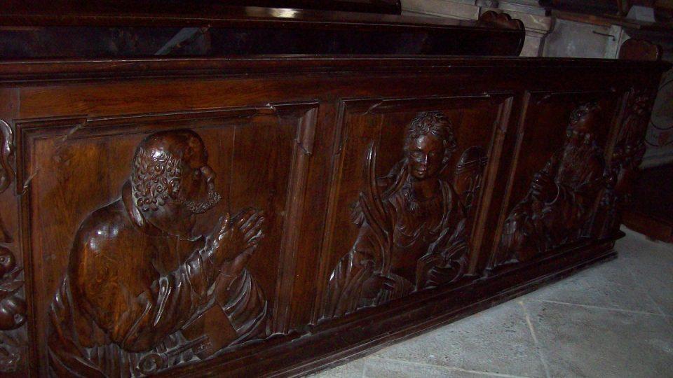 Detail kostelních lavic