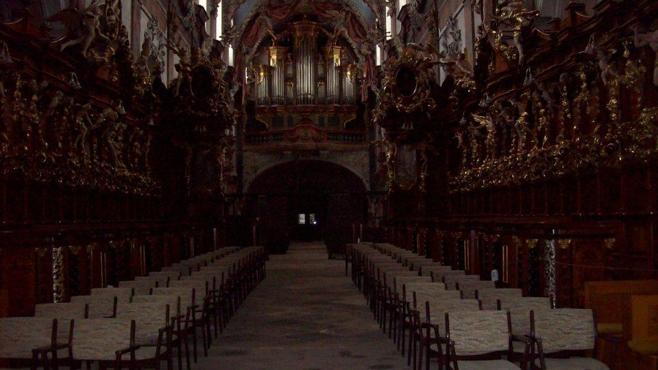 Průhled kostela