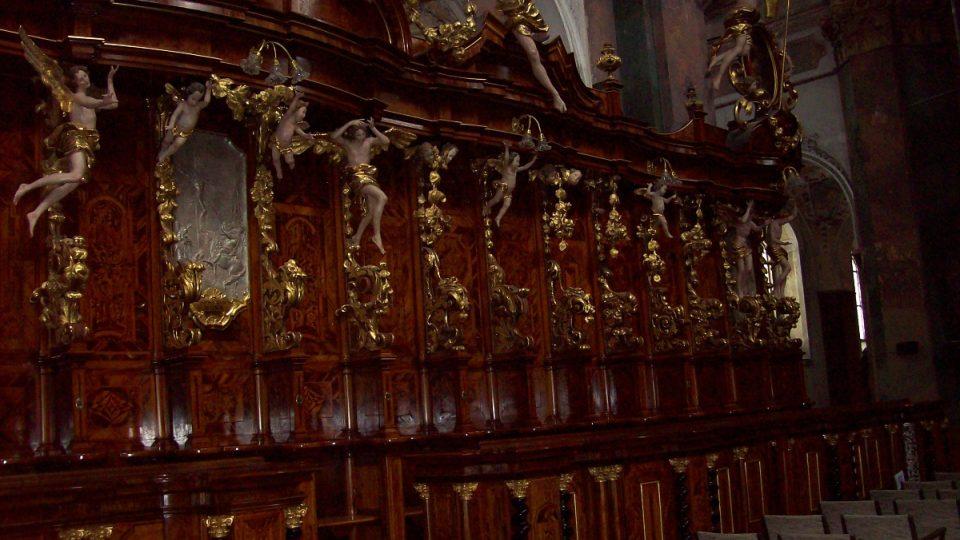 Zdobené chórové lavice