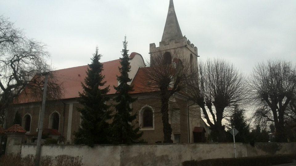 Kostel sv. Vavřince v Opatovicích nad Labem. Svatý Vavřinec byl také patronem zaniklého kláštera.