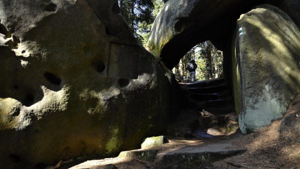 Pravděpodobné zbytky skalního hradu na Čapím vrchu