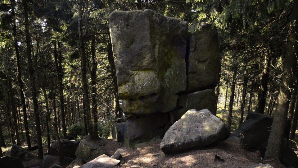 Zbytky skalního hradu