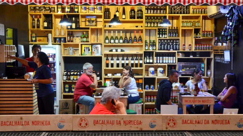 Restaurace, kde se podávají hlavně speciality z tresky, k tomu víno a olivový olej. Vše většinou portugalské