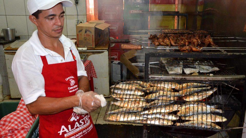 V portugalské restauraci nesmí chybět grilované sardinky