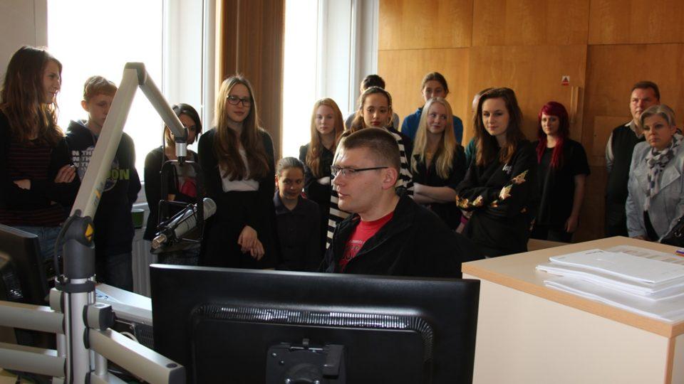 Studenti českokrumlovského gymnázia na exkurzi v Českém rozhlase České Budějovice