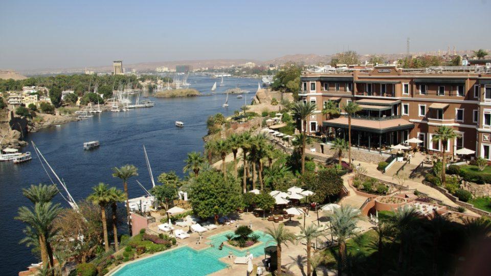Hotel má výjimečné místo na skále nad Nilem