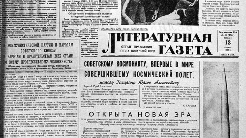 Článek o Gagarinovi, prvním muži ve vesmíru, v ruských novinách