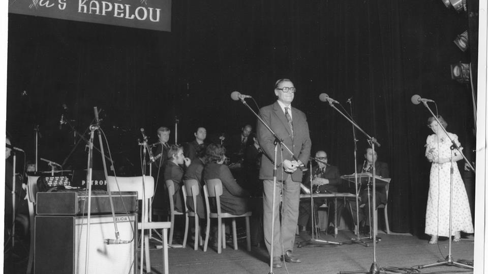 Trocha šafránu z rozhlasového archivu Českého rozhlasu Hradec Králové aneb tyto fotografie už něco pamatují