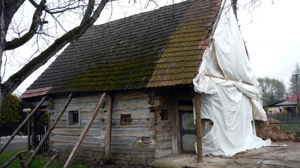 Z průběhu rekonstrukce poloroubeného podsíňového domu v Radimi u Jičína s č.p.41
