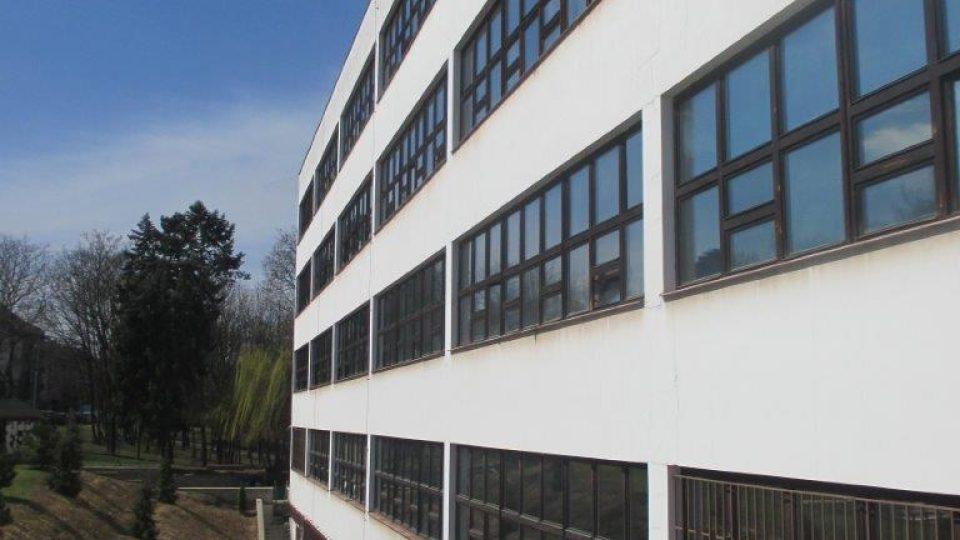 Školní budova na Evropská třídě v Dejvicích od architekta Evžena Linharta (nyní VOŠ, SOŠP a gymnázium)