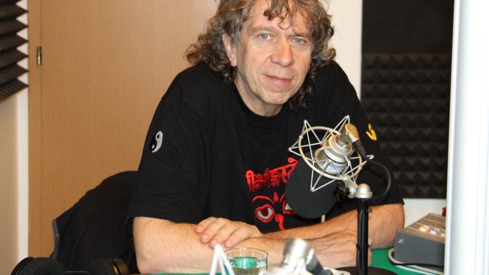 Rudolf Švaříček ve studiu Českého rozhlasu České Budějovice