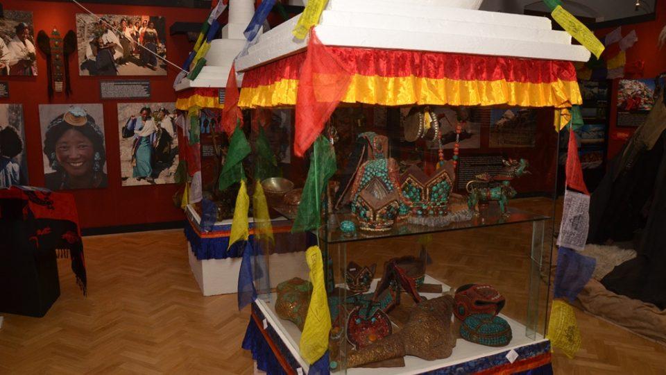 Výstavu Šangri-la, kterou do Jihočeského muzea přivezl Rudolf Švaříček, otevřela královna matka Bhútánského království s delegací