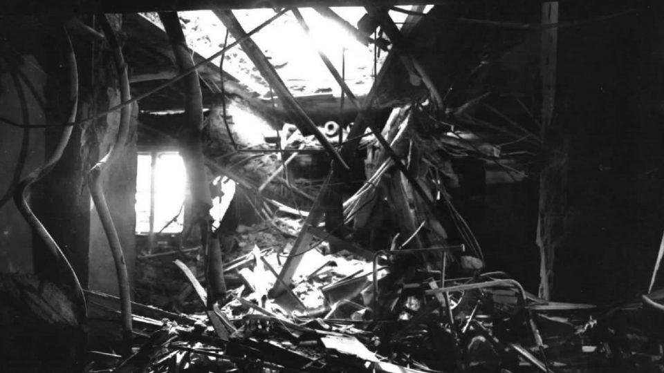 Vnitřek rozhlasu po zásahu pumy 6. května 1945
