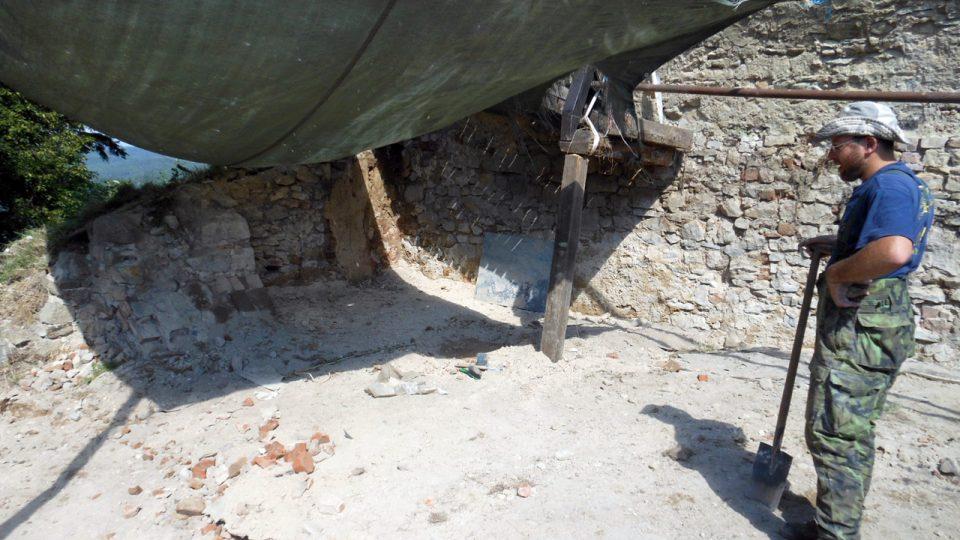 Objev středověké zdi a interiérových omítek s nákresem konsekračního kříže byl nominován NPÚ na cenu Patrimonium pro futuro