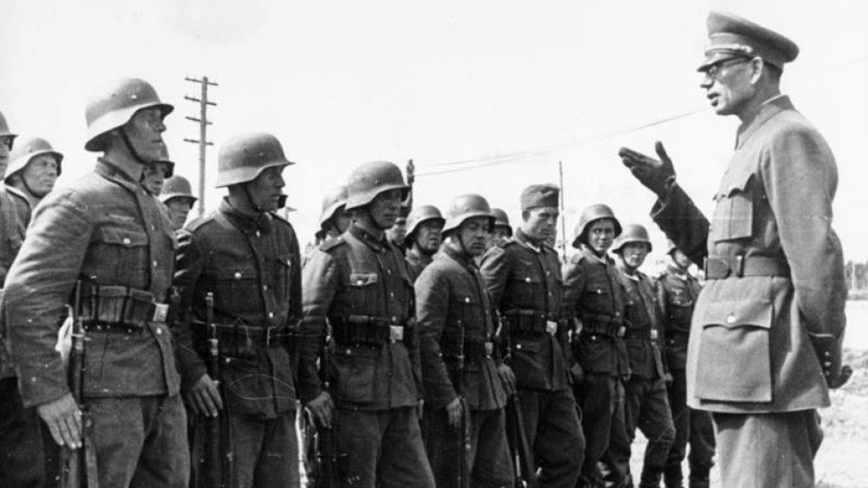 Generál Andrej Vlasov s vojáky Rudé osvobozenecké armády