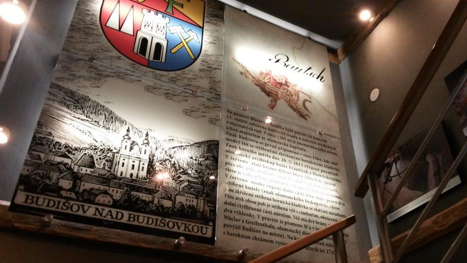Jeden z informačních panelů muzea