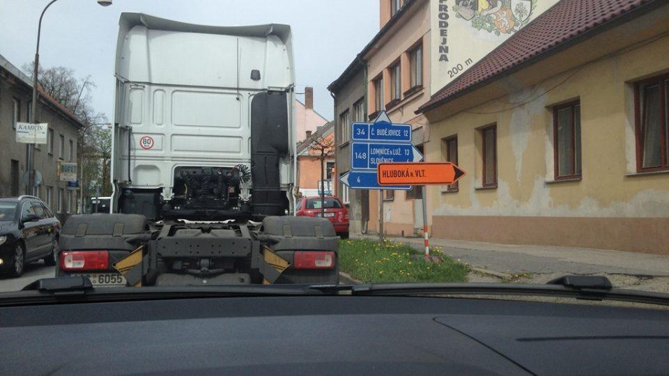 V Lišově začala oprava další části hlavní silnice
