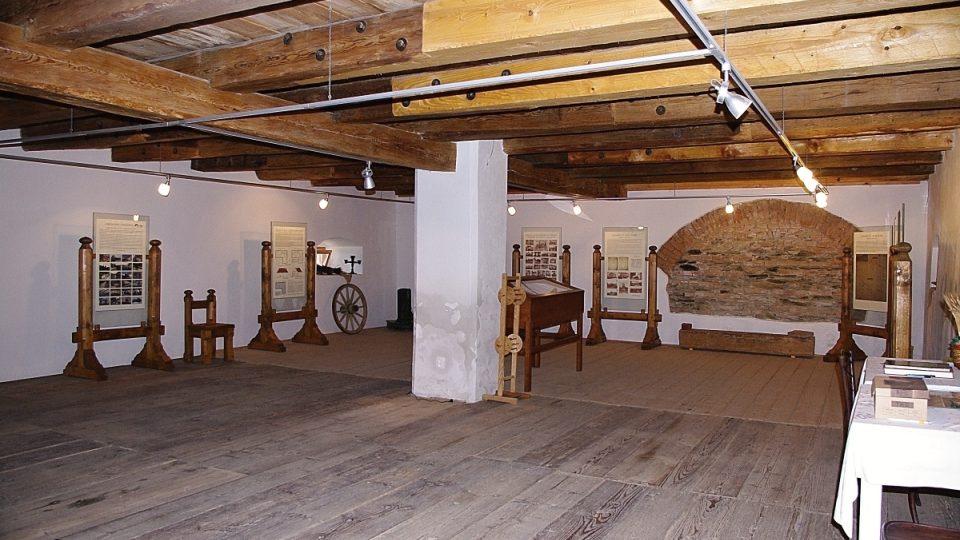Přízemí sýpky slouží jako regionální muzeum