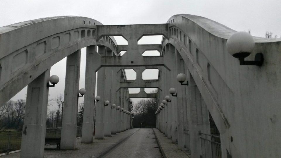 V létě slouží most jako kolonáda lázeňským hostům