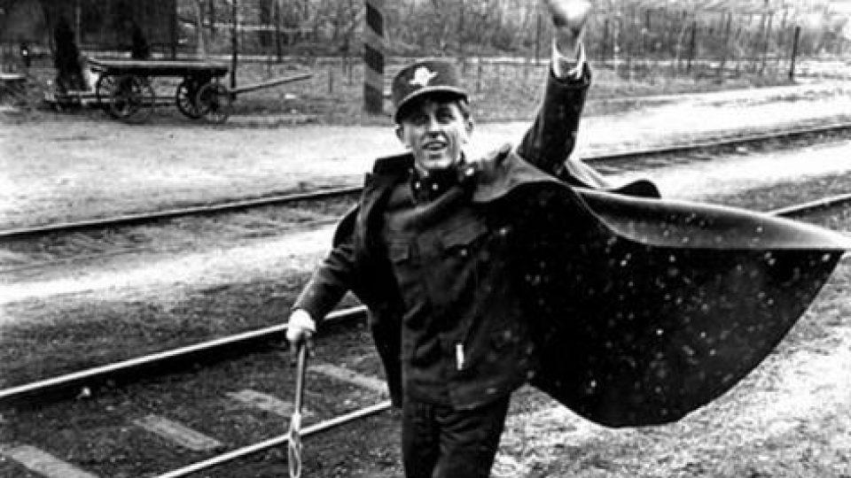 Ostře sledované vlaky (Václav Neckář ve filmu Jiřího Menzela z roku 1966)