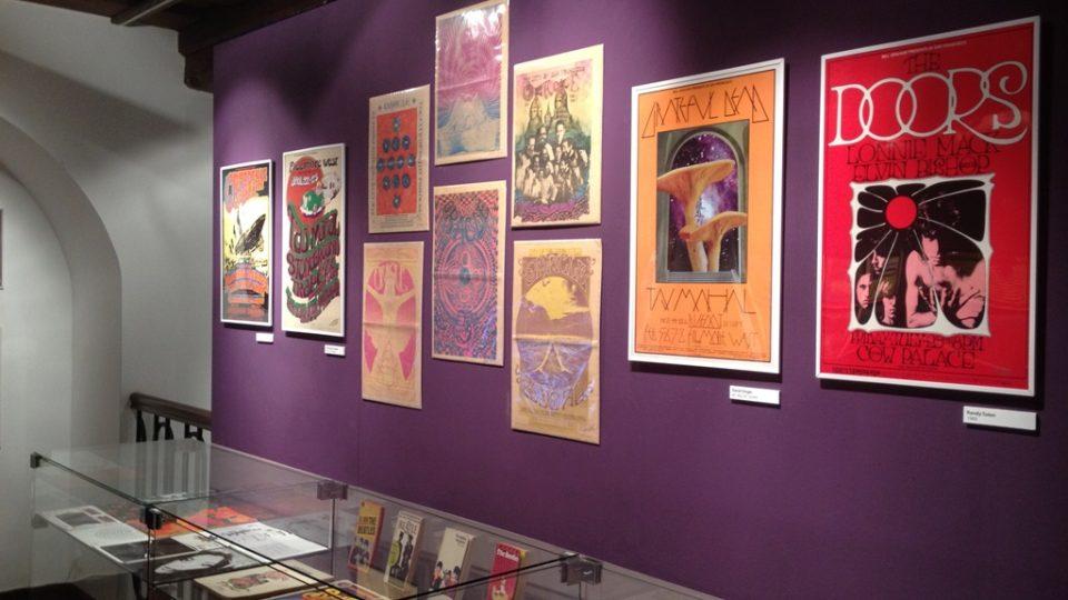 Alšova jihočeská galerie v Českých Budějovicích vystavuje psychedelické plakáty ze 60. a 70. let